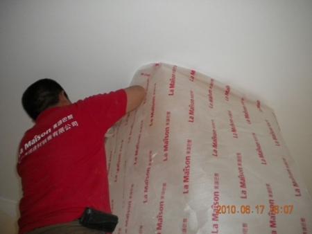 安全用电标识     使用标准的保护膜对工地成品进行保护